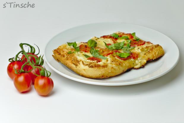 Dinkel-Tomaten-Drei-Käse-Pizza - Rezept - Bild Nr. 7764