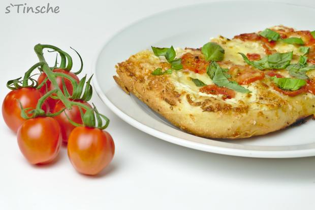 Dinkel-Tomaten-Drei-Käse-Pizza - Rezept - Bild Nr. 7766