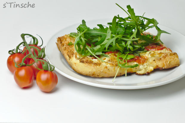 Dinkel-Tomaten-Drei-Käse-Pizza - Rezept - Bild Nr. 7768