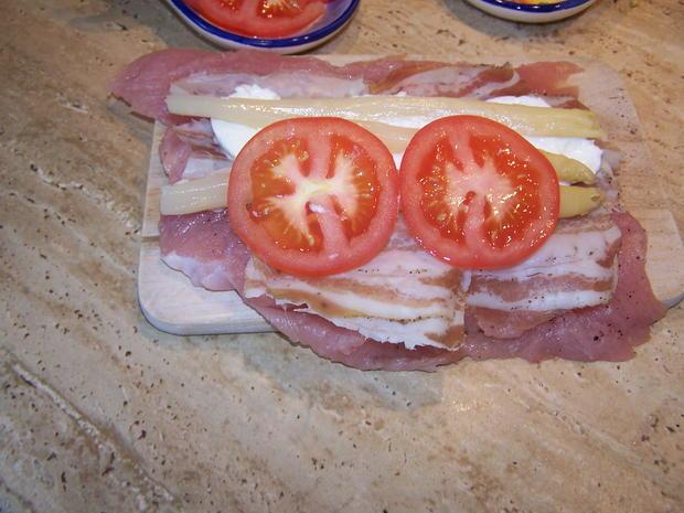 Putenschnitzel mediterran angehaucht mit kleinen Beilagen Salat - Rezept - Bild Nr. 7760