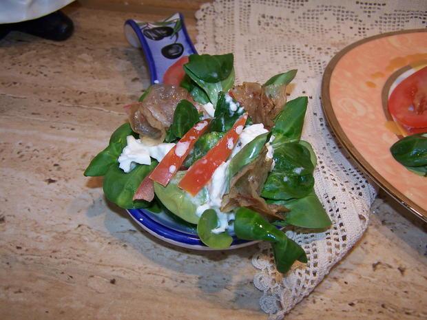 Putenschnitzel mediterran angehaucht mit kleinen Beilagen Salat - Rezept - Bild Nr. 7765