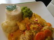 Huhn in fruchtiger Orangen-Sahnesoße mit Reis und Gemüsebeilage - Rezept - Bild Nr. 7756