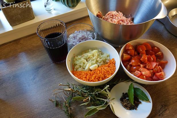 Hähnchen-Bolognese mit Mozzarella-Dampfnudeln - Rezept - Bild Nr. 7759