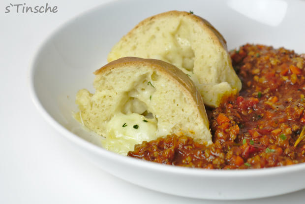 Hähnchen-Bolognese mit Mozzarella-Dampfnudeln - Rezept - Bild Nr. 7777