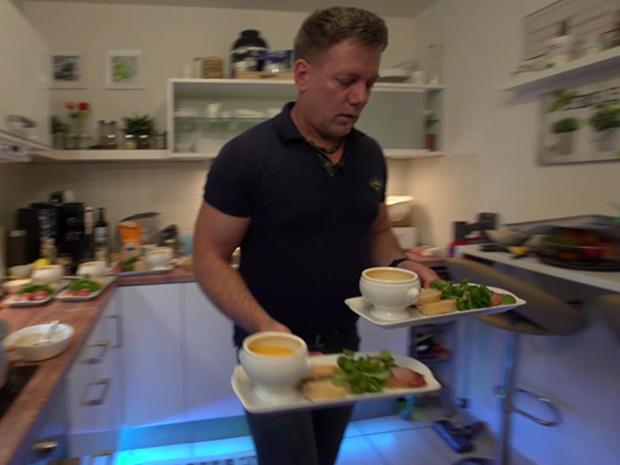 Kartoffel-Kürbis-Suppe, Ziegenkäse im Speckmantel, dazu Feldsalat - Rezept - Bild Nr. 2