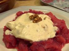 Honig-Joghurt-Halbgefrorenes mit karamellisierten Walnüssen und warmem Apfel-Zweierlei, - Rezept - Bild Nr. 2