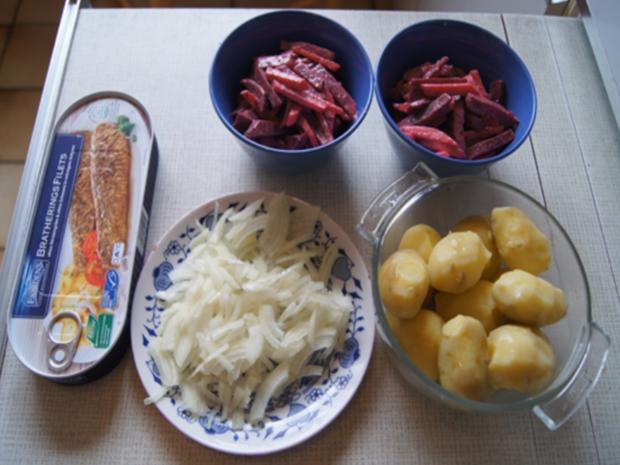 Bratheringsfilet mit Bratkartoffeln und Rote-Bete-Apfel-Salat - Rezept - Bild Nr. 7788