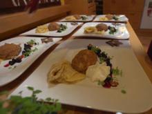 Crepes mit Heidelbeerkompott und Lebkucheneis mit Honigschaum - Rezept - Bild Nr. 2