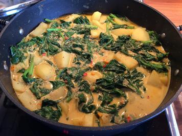 Kartoffelcurry mit frischem Spinat, leicht scharf - Rezept - Bild Nr. 7820