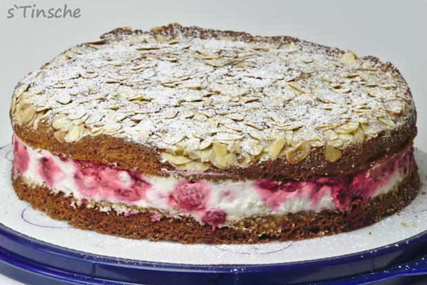Pistazien-Himbeer-Sahne-Torte - Rezept - Bild Nr. 7862