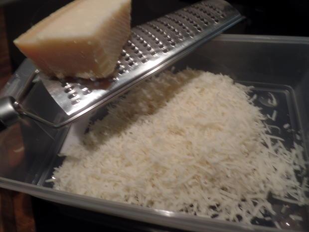 Zucchini-Käse-Waffeln mit Spiegelei und Spinat - Rezept - Bild Nr. 7834