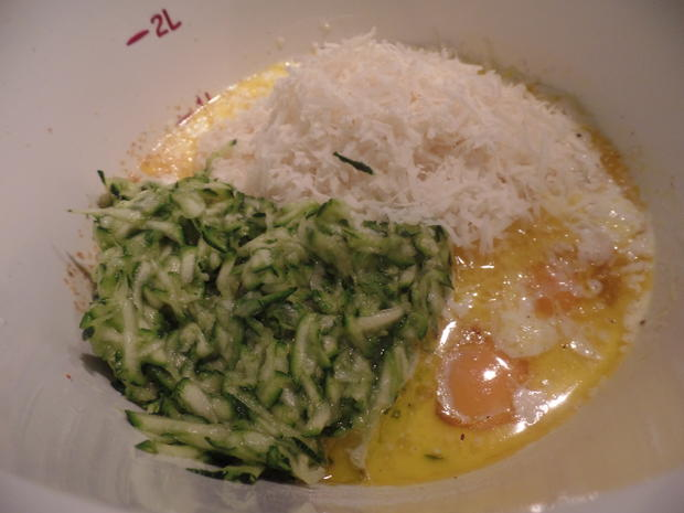 Zucchini-Käse-Waffeln mit Spiegelei und Spinat - Rezept - Bild Nr. 7835