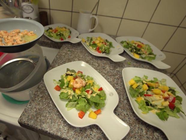 Blattsalate mit Garnelen auf Thousand Island Dressing, - Rezept - Bild Nr. 2