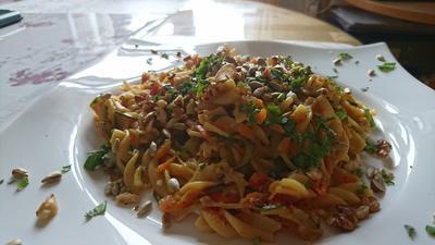 Rezept: One-Pot-Pasta mit Zucchini und Karotten und Kokosmilch