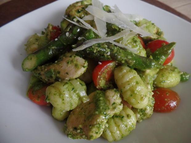 Gnocchi mit Spargel und Bärlauch -Pesto - Rezept - Bild Nr. 7915