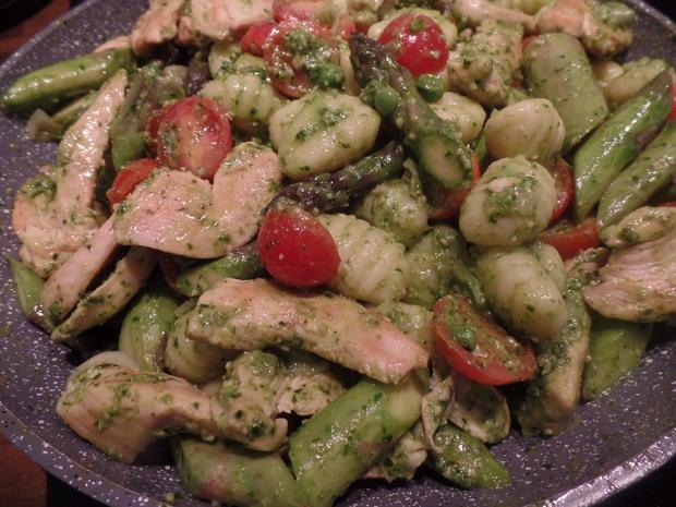 Gnocchi mit Spargel und Bärlauch -Pesto - Rezept - Bild Nr. 7930