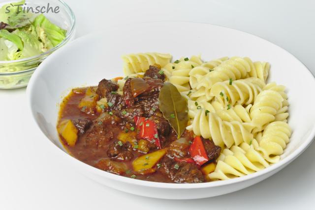 Paprika-Rinder-Gulasch