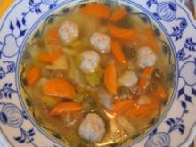 Rindfleischsuppe mit Gemüse und Bratwursteinlage - Rezept - Bild Nr. 7951