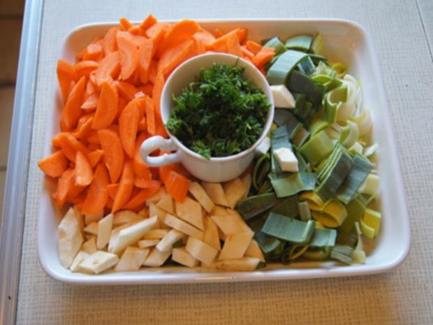 Rindfleischsuppe mit Gemüse und Bratwursteinlage - Rezept - Bild Nr. 7954