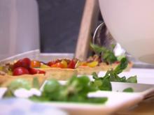 Parmesan-Törtchen mit bunten Tomaten, karamellisierten Walnüssen und Rucola - Rezept - Bild Nr. 7952