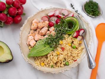 Reis-Salat-Bowl mit Lachs - Rezept - Bild Nr. 7957