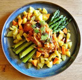 Rezept: Spargel mit Fenchel-Oliven-Marinara