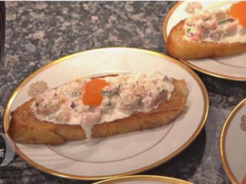 Rezept: Skagenröra mit Löjrom auf selbstgebackenem Brot mit cremiger Shrimps-Suppe