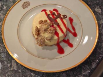Rezept: Frozen Cheesecake auf Digestive/Hobbits Boden, dazu Himbeer-Coulis