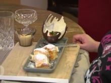 Dreierlei Buchteln mit Vanillesoße, Weißes Schokoparfait und schokolierte Früchte - Rezept - Bild Nr. 8010