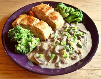 Kartoffel-Lauch-Strudel mit Walnüssen; dazu Pilz-Sauce - Rezept - Bild Nr. 8054