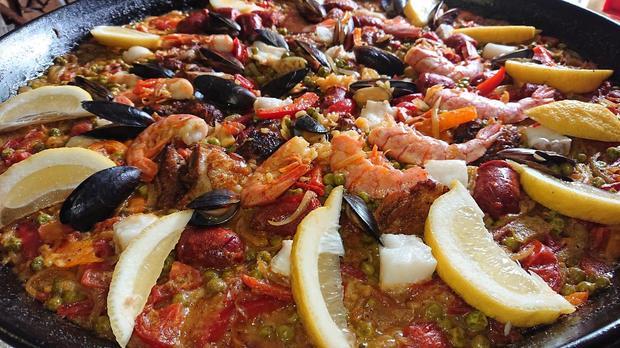 Paella mit Hähnchen, Fisch, Muscheln, Gambas & Chorizo - Rezept - Bild Nr. 8082