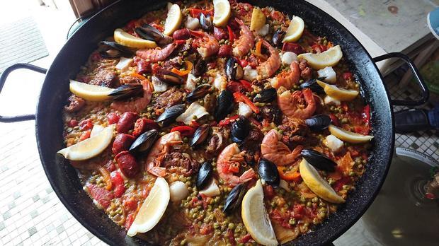 Paella mit Hähnchen, Fisch, Muscheln, Gambas & Chorizo - Rezept - Bild Nr. 8086
