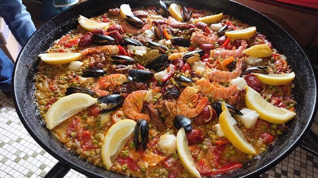 Paella mit Hähnchen, Fisch, Muscheln, Gambas & Chorizo - Rezept - Bild Nr. 8088