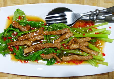 Kai-lan in Austernsauce garniert mit Rindfleisch - Rezept - Bild Nr. 8099