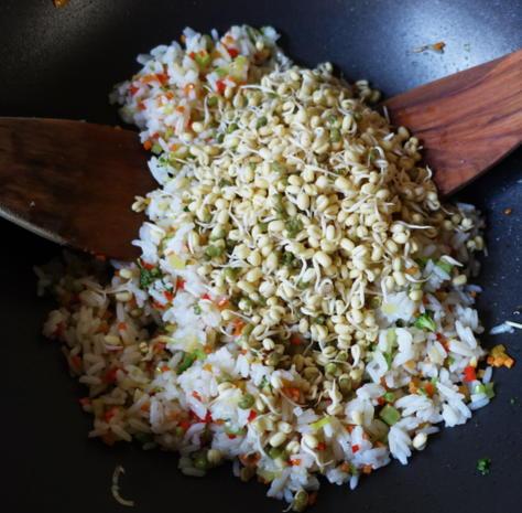 Würziger, balinesischer Kokosreis mit Eiern und Cashewnüssen - Rezept - Bild Nr. 8110