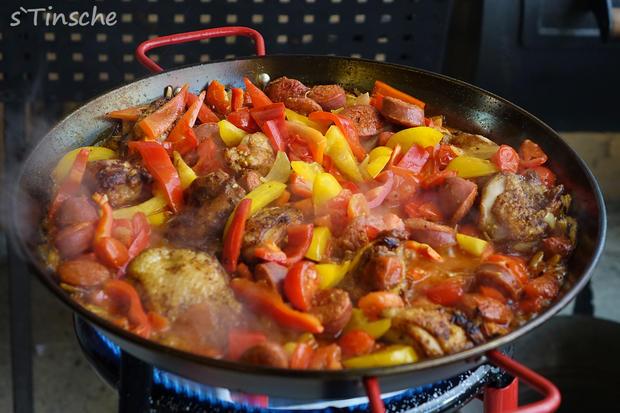 Paella mit Hähnchen & Chorizo (Es handelt sich hier natürlich nicht um das Original) - Rezept - Bild Nr. 8113