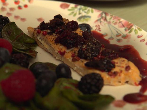 """""""Kulinarische Frühlingsboten"""": Spinatsalat mit Lachs an einer Beeren-Vinaigrette - Rezept - Bild Nr. 8140"""