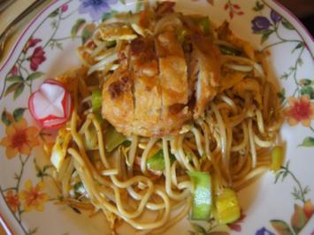 Frittierte Putenschnitzel auf chinesischen Bratnudeln - Rezept - Bild Nr. 8142