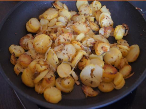 Panierter Leberkäse mit Pimentos und herzhaften Bratkartoffeln - Rezept - Bild Nr. 8163