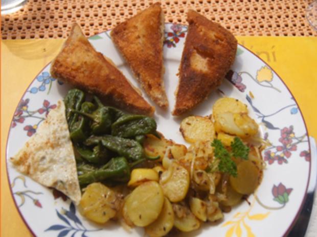 Panierter Leberkäse mit Pimentos und herzhaften Bratkartoffeln - Rezept - Bild Nr. 8165