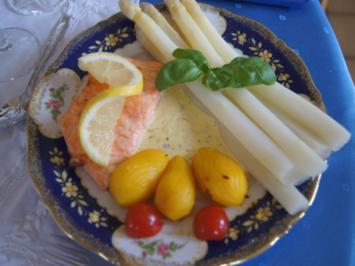 Rezept: Frischer Spargel mit Lachsfilet, gelben Drillingen und Sauce Hollandaise mit Kräutern
