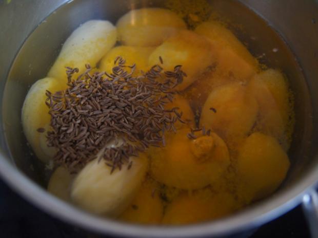 Frischer Spargel mit Lachsfilet, gelben Drillingen und Sauce Hollandaise mit Kräutern - Rezept - Bild Nr. 6