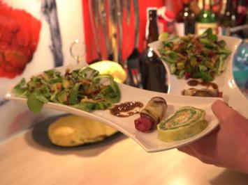 Spinat-Lachsröllchen mit Salatvariation und Safran-Pistazien-Brot - Rezept - Bild Nr. 2