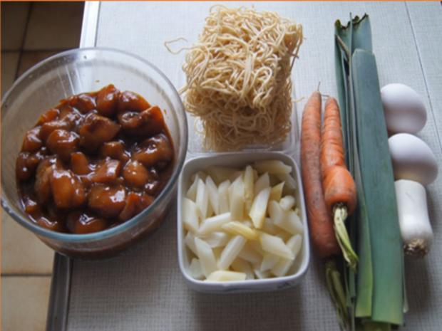 Ausgebackene Hähnchenbrustfiletwürfel und Mie-Nudeln mit Ei und Gemüse - Rezept - Bild Nr. 8155