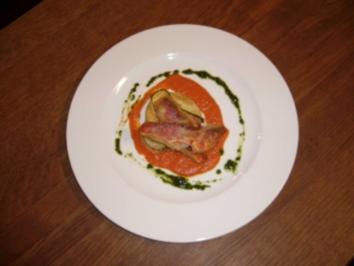 Krosse Meerbarben mit Basilikum und Tomatentörtchen - Rezept