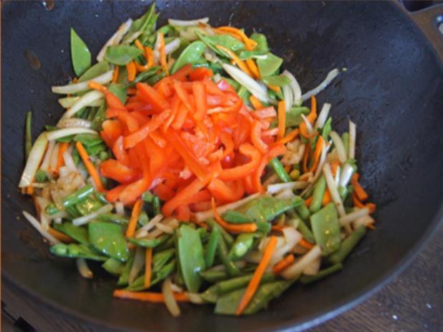 Gebratenes Rindfleisch mit Austernsauce, gemischtes Gemüse und gelber Reis... - Rezept - Bild Nr. 8192