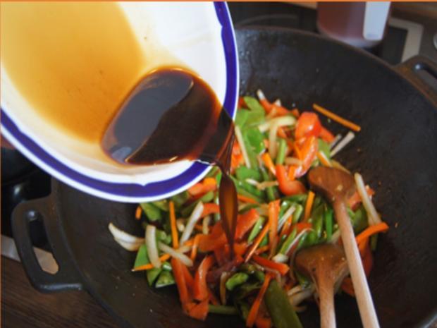 Gebratenes Rindfleisch mit Austernsauce, gemischtes Gemüse und gelber Reis... - Rezept - Bild Nr. 8193