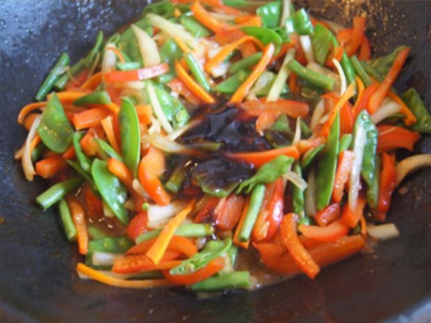Gebratenes Rindfleisch mit Austernsauce, gemischtes Gemüse und gelber Reis... - Rezept - Bild Nr. 8194