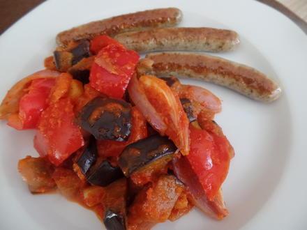 Bratwürstchen mit Paprika-Auberginen -Gemüse - Rezept - Bild Nr. 8178