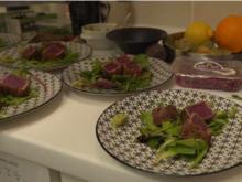 Variation vom Thunfisch im Pfeffermantel an Salatbeilage - Rezept - Bild Nr. 2
